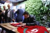 Футбол - Димитър Бербатов раздаде автографи на фенове - 28.05.2017