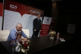 Христо Стоичков раздаде автографи и показа златната топка на феновете си - 12.12.2018