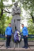 Футбол - Футболисти и фенове поднесоха цветя пред паметника на Гунди - 04.05.2019