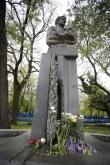 Футбол - Ръководството на ПФК Левски поднесе цветя пред паметника на Гунди -04.05.2020