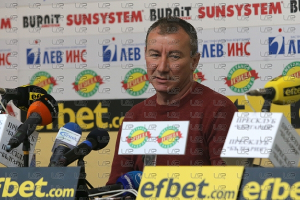 Футбол - Награждаване на Стамен Белчев избран за треньор на месец октомври - 20.11.2020